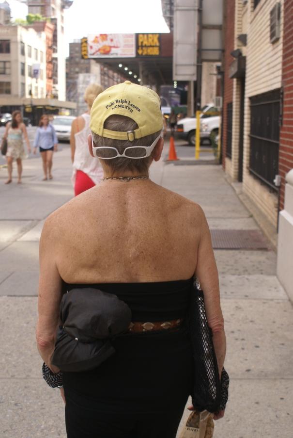 Una vieja al revés