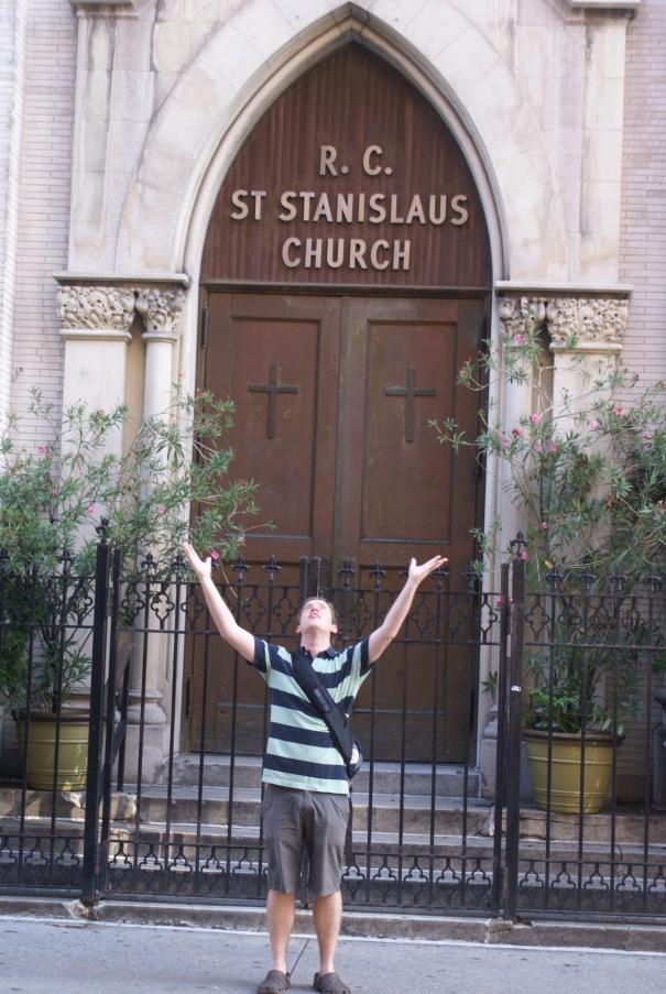 Camino al IHOP nos encontramos con la iglesia del ciervo más fiel del Señor: San Estanislao, creador de los dulces san estanislaos